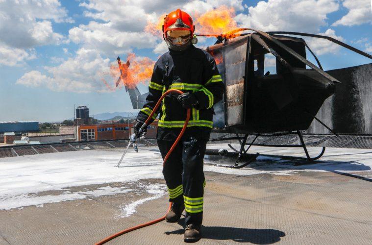 Pese al pésimo salario que perciben, los bomberos cumplen 146 años de arriesgar la vida por los mexicanos y para ayudar a todo aquél que lo necesite.