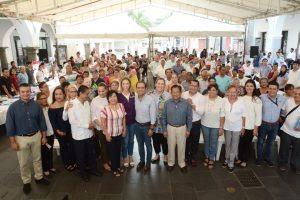 El municipio de Veracruz, en el marco del Día del Abuelo y de la semana del Adulto Mayor; realizó una Feria del Empleo para brindar la oportunidad a los adultos mayores de un mejor ingreso.