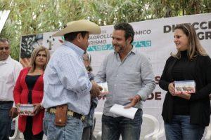 Entregan apoyos a 62 ganaderos de Cuernavaca