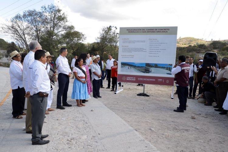 AMLO y Murat inauguran vías de acceso a Cabeceras Municipales de Oaxaca