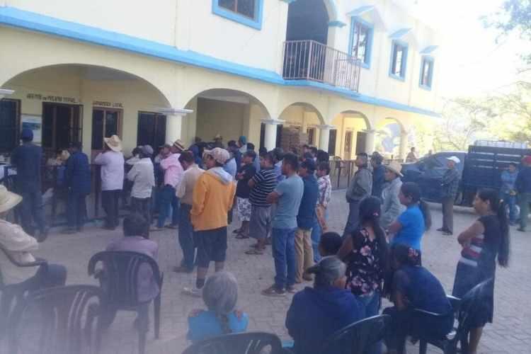 Asesinan a madre y a sus dos hijas en Santiago Ixtayutla