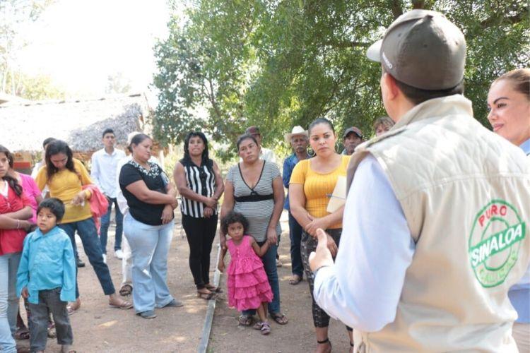 Entregaron apoyos invernales en el municipio de El Rosario, Sinaloa. Fotografía: Gobierno de Sinaloa.