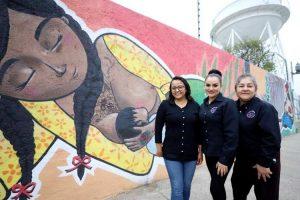 Presentan en León primer mural de lactancia materna