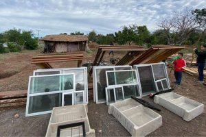 Gobierno de Sinaloa entrega material de construcción