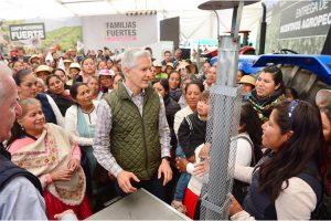 Del Mazo entrega incentivos a productores del norte del Edomex