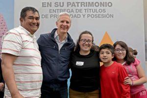 Entrega Del Mazo más de 28 mil títulos de propiedad a familias del Edomex