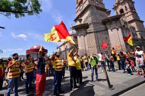 Afición de Monarcas rompe cuarentena y marcha en Morelia