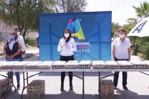 Alcaldesa de Aguascalientes entrega apoyos alimenticios